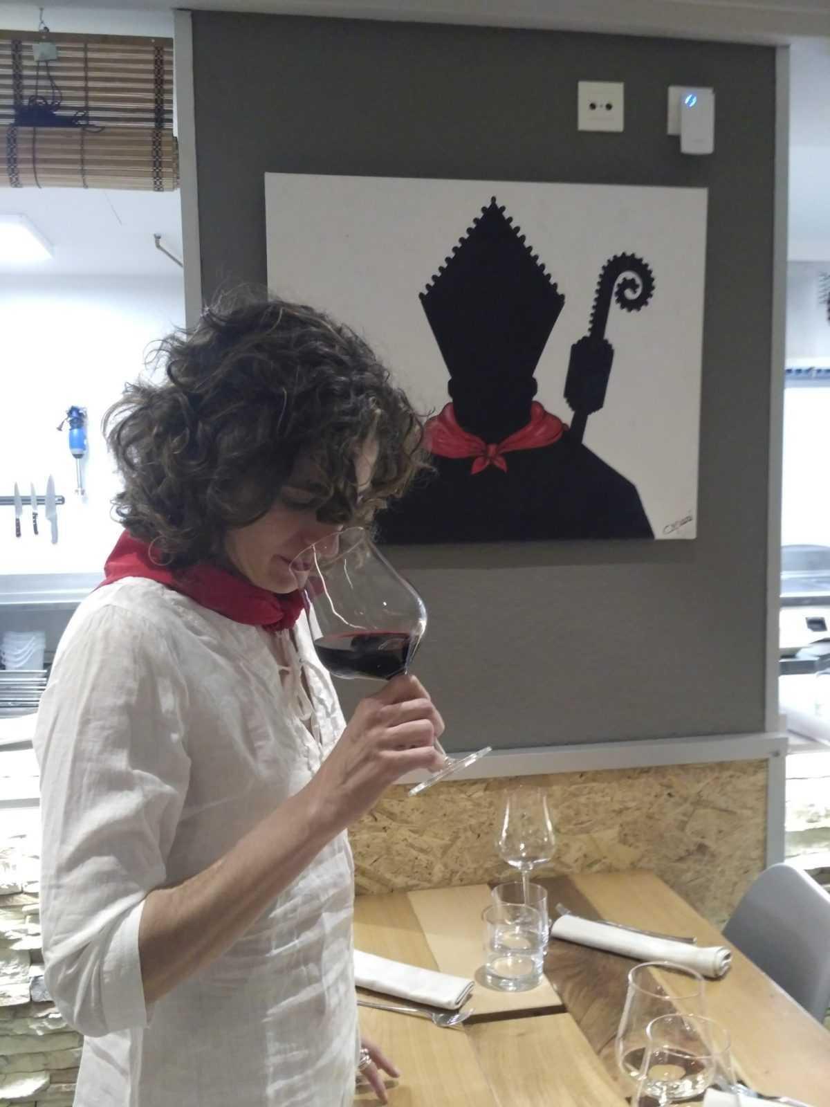 catando vino en San fermin